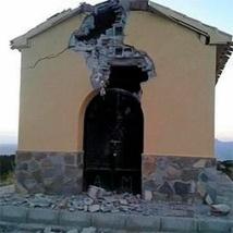 Efecto del rayo sobre una ermita moderna