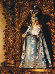Virgen del Rosario, única imagen de la iglesia que no fue destruida.