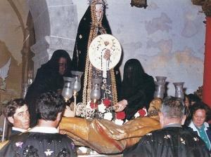 Las madalenas ungiendo al Cristo antes de su restauración.