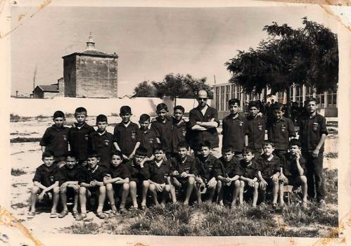 Don Santos y su clase del 63