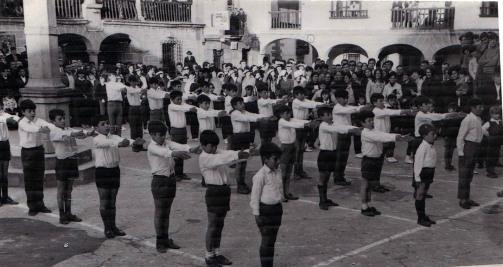 exhibicion escolar clausura de la catedra de la seccion femenina - 1970