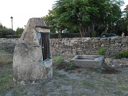 Pozo situado frente a Las Serillas, del similar aspecto al de El Cucurucho